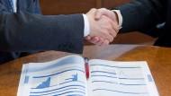 Die Beschwerden über schlechte Anlageberater mehren sich. Doch was tut die Regierung dagegen?