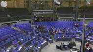 Per Hammelsprung ließ die AfD nachzählen, ob genug Abgeordnete gegen waren. Die Sitzung wurde abgebrochen.