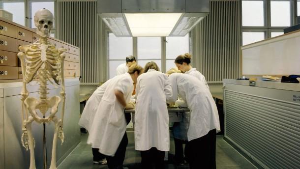 Ärzte verlangen mehr Studienplätze in Humanmedizin