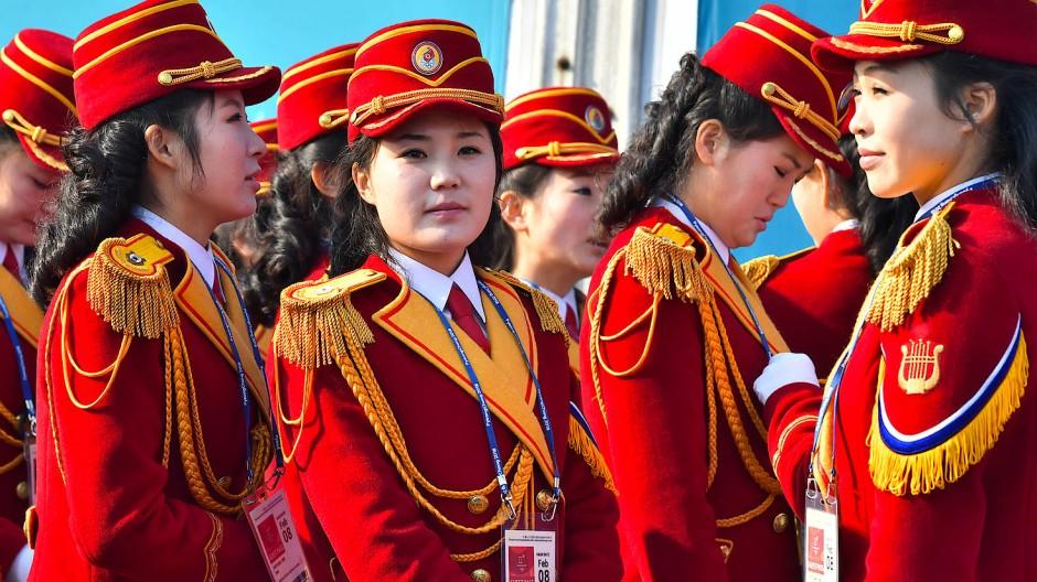 Mitglieder einer nordkoreanischen Musikkapelle im Olympischen Dorf