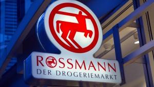 Rossmann greift mit Bio-Nahrung an