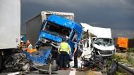 Endstation Stauende: Verheerende Unfälle mit LKWs sind trauriger Alltag.