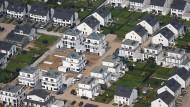 Bauherren können sich noch jetzt noch langfristig günstige Zinsen sichern.
