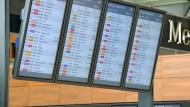 Flüge gab es nicht, Gäste auch nicht - trotzdem liefen diese Monitore sechs Jahre lang (Bild aus dem Jahr 2013)