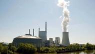 Reservist: Im Sommer wird der mit Kohle befeuerte Block 5 des Kraftwerks Staudinger heruntergefahren - und fällt für die Wärmeversorgung aus.