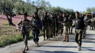 """Verbündete der Türkei: Kämpfer der """"Freien Syrischen Armee"""" auf dem Weg nach Afrin (Archivbild von Samstag)."""