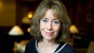 Daheim in Wiesbaden: Charlotte Link in der Lobby des Nassauer Hofs