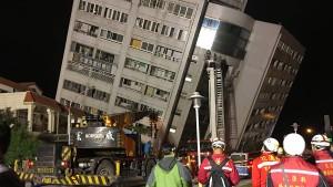 Zwei Tote und viele Verletzte bei schwerem Erdbeben