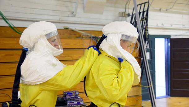 Gröhe will mehr freiwillige Helfer gegen Ebola