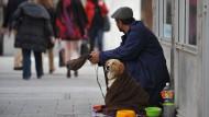 Obdachlose sind nicht die einzige soziale Gruppe, die in Deutschland mit Armut zu kämpfen hat.