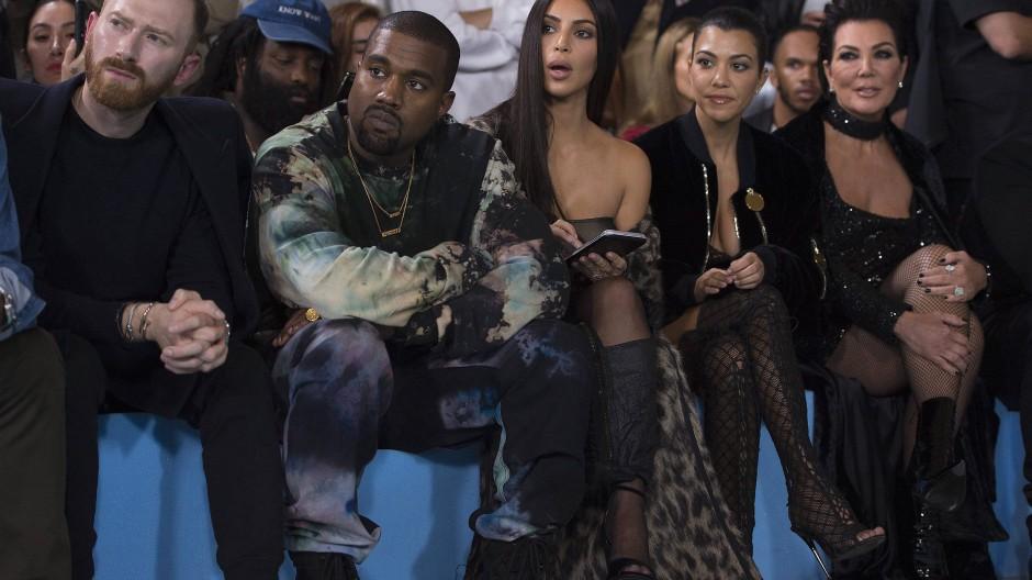 Kanye West und Kim Kardashian 2016 in Paris bei der Präsentation der Off-White-Kollektion