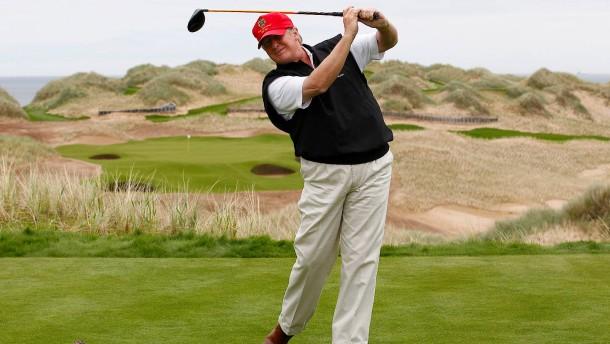Protest gegen neuen Trump-Golfplatz