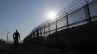 Grenzpatrouille an der Mauer bei San Diego