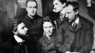 Von Ambivalenz bis Umdeutung: Das Verhältnis des Privatgelehrten Ludwig Klages (Mitte) zum Dritten Reich entwickelte sich Schritt für Schritt.