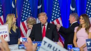 Trump und Clinton gewinnen, Bush hört auf