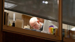 Polizei durchsucht Zentrale von Cambridge Analytica