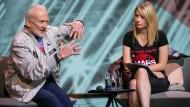 Der Raumfahrer Buzz Aldrin auf der me Convention im Gespräch mit der Journalistin Sarah Cruddas.