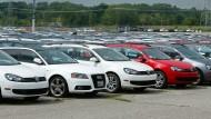 Rüstet Volkswagen seine Diesel-Modelle jetzt nach? VW-Autos stehen auf einem Parkplatz im amerikanischen Michigan.