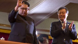Kim Jong-un und der südkoreanische Kulturminister Do Jong-hwan