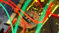 Bitcoins haben einen rasanten Aufstieg hinter sich. Im Alltag sind sie aber noch nicht richtig angekommen.