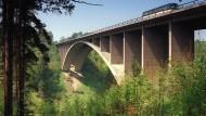 Die Teufelstalbrücke in Ostthüringen: An ihrem Fuß fand man am 26. August 1991 die Leiche von Stephanie D.