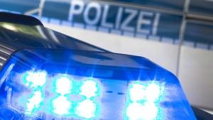 Radfahrer nach Fahrerflucht schwer verletzt liegen gelassen