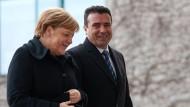 Merkel sagte am Mittwoch zu Zaev, sie habe erstmals das Gefühl, dass Griechenland und Mazedonien Interesse an einer Lösung der Namensfrage hätten.