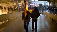 """Ein mutmaßlicher Teilnehmer an einer """"Merkel muss weg""""-Demonstration wurde an einem Hamburger U-Bahnhof schwer verletzt. (Archivbild)"""