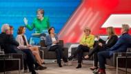 Über allen Diskussionen bei Maischberger schwebt die Kanzlerin.