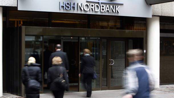 Banker sehen die eigenen Schulden ganz entspannt