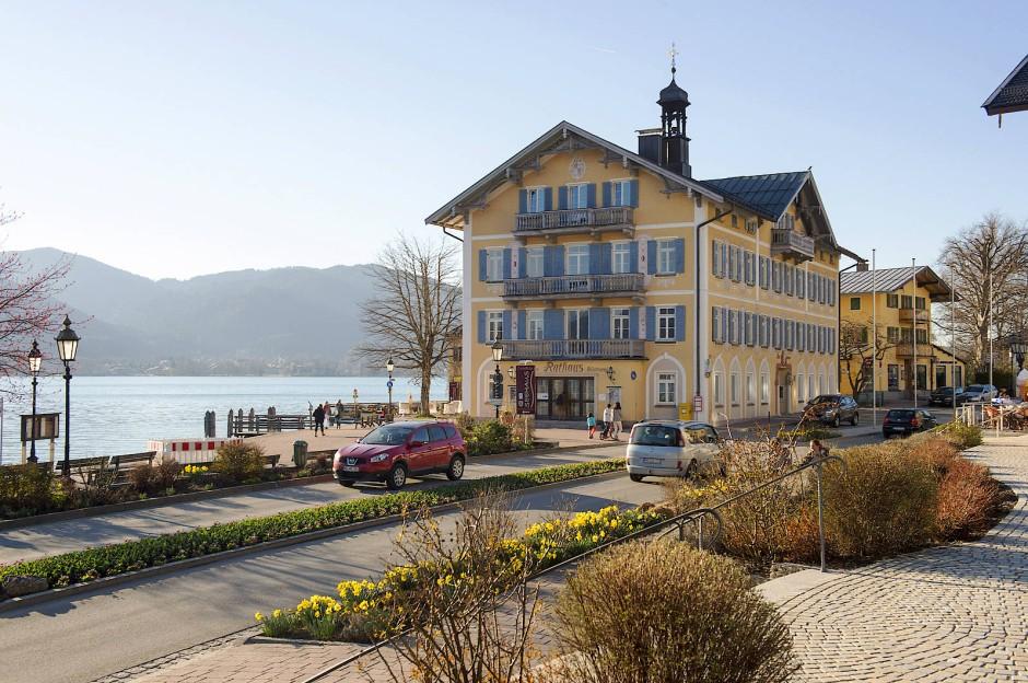 Das Rathaus von Tegernsee, eines der schönsten Bayerns: Die Arbeitslosigkeit geht gegen null, die Kriminalität ist niedrig.