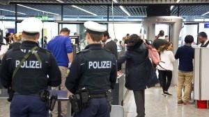 Frankfurter Flughafen: Weiter lange Wartezeiten für Passagiere