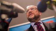 """Angetan von der """"Mid-Term-Evaluierung"""": der angeschlagene SPD-Vorsitzende Martin Schulz"""