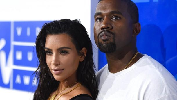 Kim Kardashian und Kanye West bekommen drittes Kind