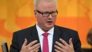 Positive Nachrichten: Hessische Kommunen haben 2017 den größten Überschuss seit Jahren verbucht. Finanzminister Thomas Schäfer (CDU) ist von dem Erfolgskurs beeindruckt.