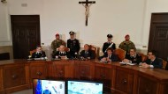 Staatsanwalt Nicola Gratteri gibt auf einer Pressekonferenz die Verhaftung von 169 Mafiosi bekannt.