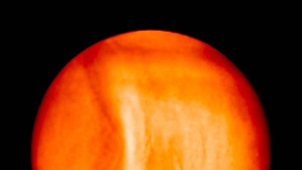 Riesenhafte Wolkenwelle auf der Venus