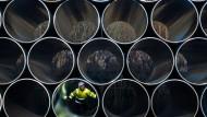Sorgt für Unmut innerhalb der EU: Tonnenschwere Rohre für die zukünftige Ostsee-Erdgastrasse Nord Stream 2.