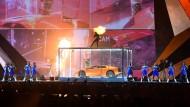 Stichflammen, eine Luxus-Limousine und ein Baseballschläger im Einsatz: Der Preis für die beste Show hätte bei den Brit Awards am Mittwochabend an Kendrick Lamar gehen können.
