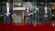 Erklären am Dienstagabend ihr Vorhaben: SPD-Generalsekretär Klingbeil, die designierte Parteichefin Nahles und der künftig kommissarische Vorsitzende Scholz.
