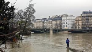 Hochwasser-Alarm hält Paris in Atem