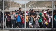 """""""Jeder hat das Recht, jedes Land, einschließlich seines eigenen, zu verlassen."""" Doch begründet das auch ein Recht auf Einreise?"""