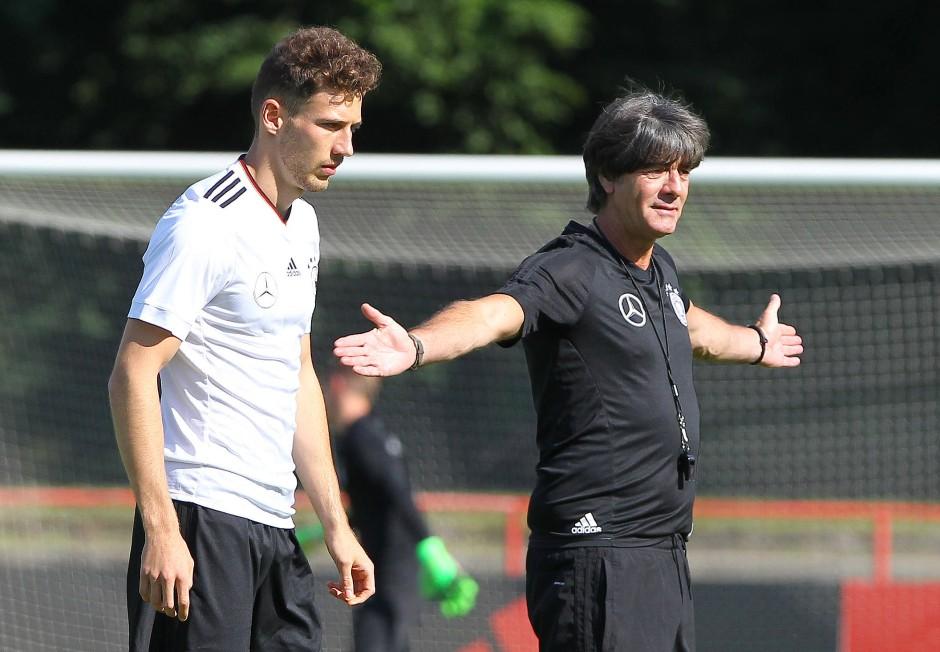 """Leon Goretzka: """"Der Bundestrainer treibt mich an, meine Stärke einzubringen und viele Laufwege in die Tiefe zu machen."""""""