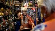 Wer suchet, der findet: Laura Lusuardis Sammelleidenschaft hat dem Arbeitgeber ein großes Archiv beschert - und ihr selbst viele Reisen in alle Welt, unter anderem nach China.