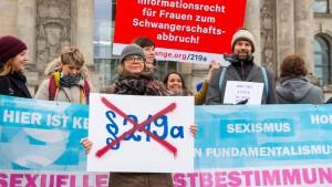 Groko vertagt Votum über Werbeverbot für Abtreibungen
