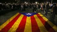 Zehntausende Demonstranten forderten in Barcelona, Girona und Tarragona die Freilassung der ehemaligen Minister.