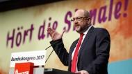 Schwieriger Termin von SPD-Chef Martin Schulz bei den Jusos in Saarbrücken