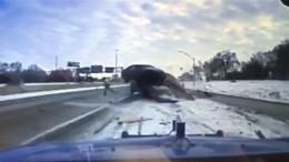 Unfall auf spiegelglatter Straße