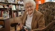 Fotografin aus Leidenschaft: Veronika Dyckerhoff hält ihre Leica-Kamera in Ehren.
