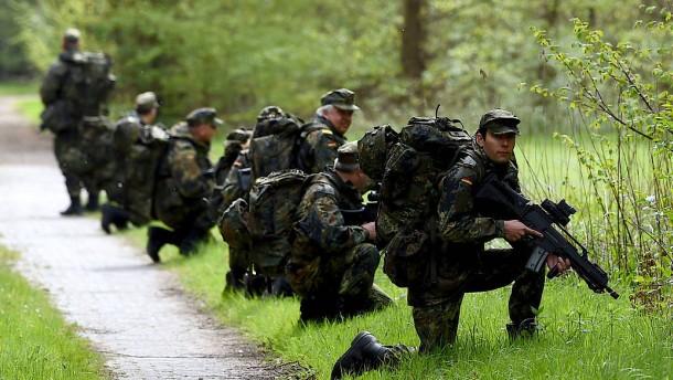 Löst die Rückkehr zur Wehrpflicht das Bundeswehr-Problem?